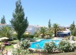 Jardins-exterior-com-piscina-150x150